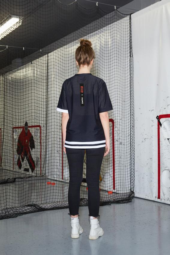 """""""OHMY x Hockey Punks"""" juodi sportiniai marškinėliai 2"""