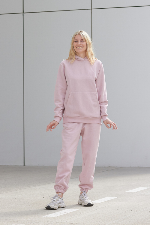 Model is wearing pink jogger pants