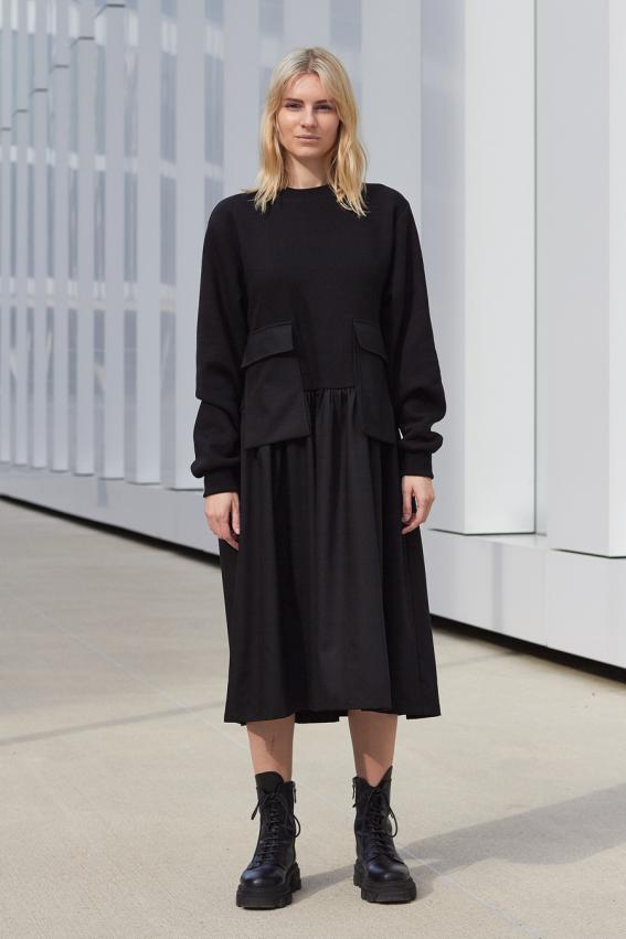 model is wearing black loose dress