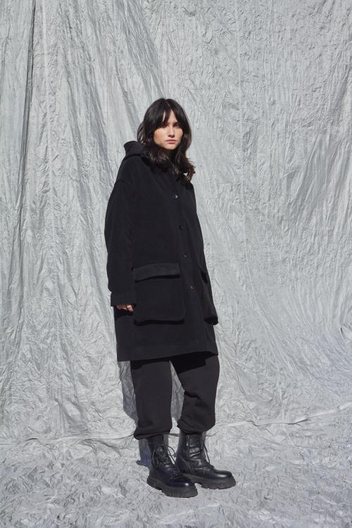 Moteriškas juodas paltas AWAY