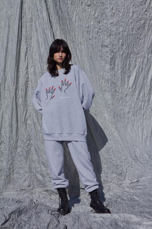 Moteriškas vieno dydžio džemperis BROKEN